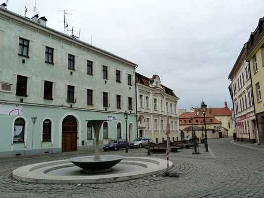 Českobratrské náměstí, v pozadí kostel sv. Bonaventura.