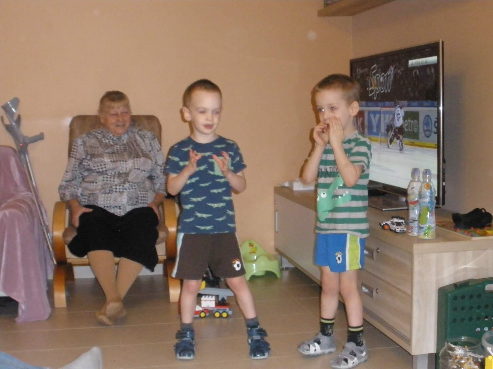 .rajce.idnes.cz children   holky rajce.idnes. k 5.holky 10.8. 2012 – pultarky – album na Rajčeti