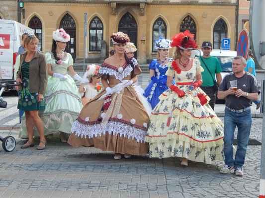 Dámy v Hořicích na náměstí - foto Eliška. :o)