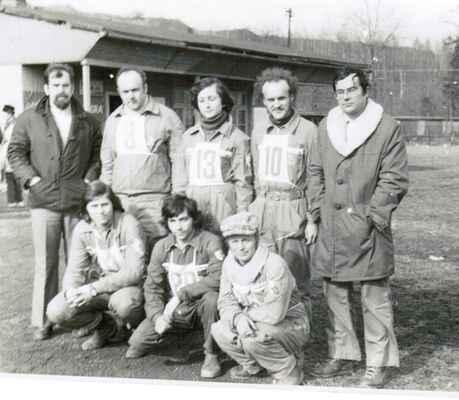 Závody v Třinci - Třinec 1978 - zleva nahoře-Mirek, Franta, Hanka, Honza, Svaťa, zleva dole- Lumír, Zdeněk, Míša (Josef) Díky Zdeňkovi - jsou tady všichni účastníci pojmenováni :-)