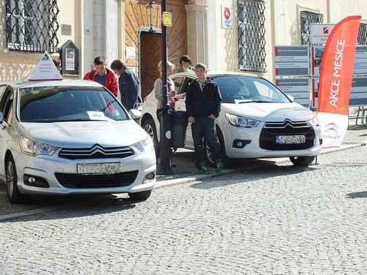 Expozice moderních francouzských motorových vozidel SOŠ a SOU André Citroëna.