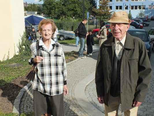 Manželé Královi u chovatelské výstavy. Zakládající členové skautské organizace v Boskovicích.