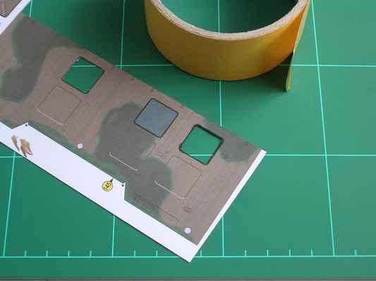 obr. č.87 - Nachystáme si oboustrannou pásku a vyříznem okýnka