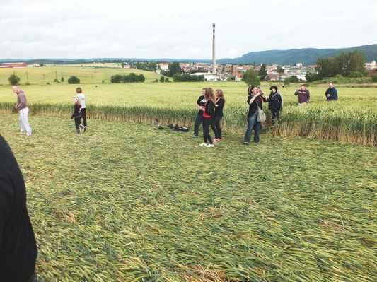 Z obrazce se stala atrakce nejen pro místní. V pozadí severozápadní část Boskovic.