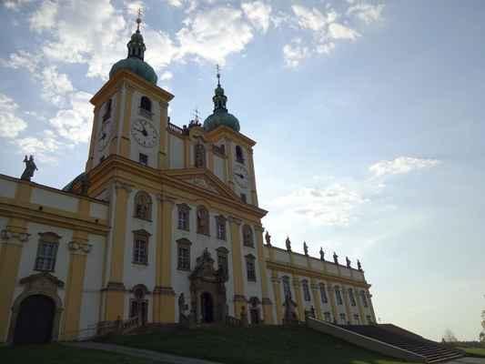 Samozřejmě, že toto místo bylo pevně spojeno s osudem své země a tak bylo svědkem obléhání Olomouce Švédy, rozkvětu na přelomu 17. a 18. století a bolestně se ho dotklo zrušení mateřského kláštera Hradisko na pokraji Olomouce koncem 18. století. Roku 1785 se toto místo stává farností zahrnující do své péče obce Samotišky, Droždín, Radíkov, Lošov a Posluchov. Pohnutá doba 19. století přinesla Svatému Kopečku návrat duchovní správy premonstrátského řádu, nyní však již z pražského Strahova. Doba obou světových válek ve 20. století si vybrala svou daň těžkým poškozením stavby v roce 1945. Zásluhou velice schopného P. Julia Půdy byly opravy během pár let dokončeny
