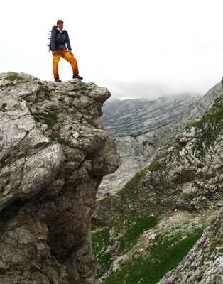 090802 026vjs - úpatí Sturzhahnu, do doliny Langkar jsou odtud také fixní lana