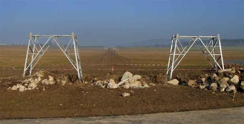 stožáry k Soběrazi již mají základy nových stožárů, betonovat se bude, až pomine nebezpečí mrazů