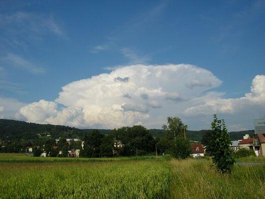 Pěkný Cb incus nad Polskem - 18.07.2004 17:40
